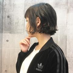 前髪あり 切りっぱなし ウェットヘア 抜け感 ヘアスタイルや髪型の写真・画像