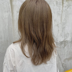 ナチュラル セミロング アッシュグレージュ 透明感カラー ヘアスタイルや髪型の写真・画像