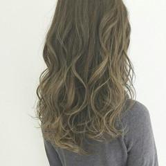 大人かわいい 外国人風 グラデーションカラー グレージュ ヘアスタイルや髪型の写真・画像