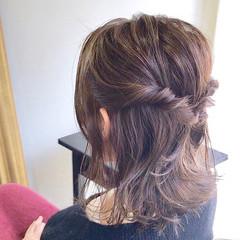 グレージュ フェミニン 簡単ヘアアレンジ 外国人風カラー ヘアスタイルや髪型の写真・画像