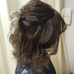 ウェーブ 結婚式 ナチュラル ゆるふわ ヘアスタイルや髪型の写真・画像