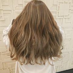 ロング ハイトーンカラー ナチュラル 極細ハイライト ヘアスタイルや髪型の写真・画像