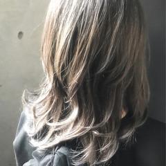ガーリー ハイライト ミディアム アッシュ ヘアスタイルや髪型の写真・画像