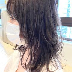 アンニュイ アッシュグレージュ ミディアム グレージュ ヘアスタイルや髪型の写真・画像