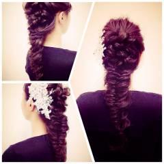 編み込み フェミニン コンサバ フィッシュボーン ヘアスタイルや髪型の写真・画像