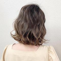 グレージュ ブリーチ ボブ ミルクティー ヘアスタイルや髪型の写真・画像
