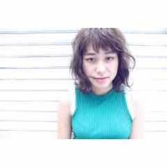 フェミニン マルサラ 外国人風 ミディアム ヘアスタイルや髪型の写真・画像