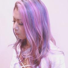 ピンク グラデーションカラー バレイヤージュ ストリート ヘアスタイルや髪型の写真・画像