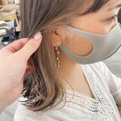 インナーカラー イヤリングカラーベージュ インナーカラーグレージュ ミディアム ヘアスタイルや髪型の写真・画像