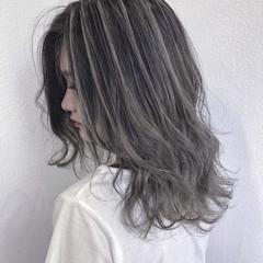 外国人風カラー 透明感 ホワイトアッシュ ハイライト ヘアスタイルや髪型の写真・画像