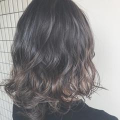 外国人風カラー ウェットヘア ロング 透明感 ヘアスタイルや髪型の写真・画像