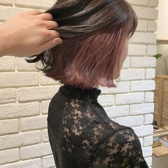 インナーカラー 切りっぱなしボブ フェミニン ボブ ヘアスタイルや髪型の写真・画像