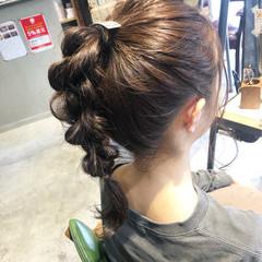 ポニーテールアレンジ ベージュカラー ナチュラルベージュ ポニーテール ヘアスタイルや髪型の写真・画像