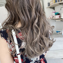ロング 大人かわいい 透明感カラー ミルクティーベージュ ヘアスタイルや髪型の写真・画像