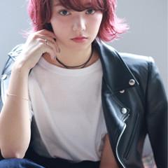 ボブ ピンク ショート ストリート ヘアスタイルや髪型の写真・画像