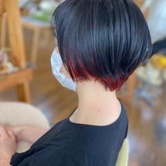 インナーカラー赤 ショートヘア ショート モード ヘアスタイルや髪型の写真・画像