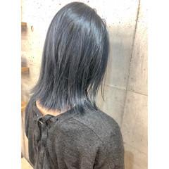 ブルーアッシュ ストリート セミロング ブリーチカラー ヘアスタイルや髪型の写真・画像