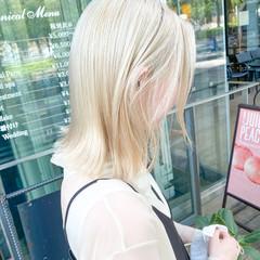 ホワイトグレージュ ブロンドカラー ミディアム ホワイトアッシュ ヘアスタイルや髪型の写真・画像