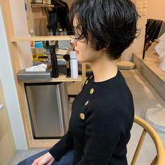 くせ毛 ショート 秋冬スタイル 黒髪ショート ヘアスタイルや髪型の写真・画像