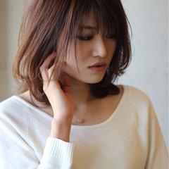 ミディアム グラデーションカラー コンサバ 暗髪 ヘアスタイルや髪型の写真・画像