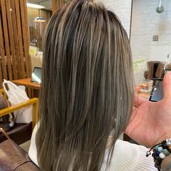 セミロング 外国人風 バレイヤージュ ハイライト ヘアスタイルや髪型の写真・画像