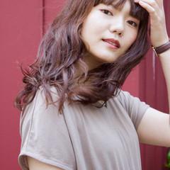 無造作パーマ ロング ゆるふわパーマ フェミニン ヘアスタイルや髪型の写真・画像