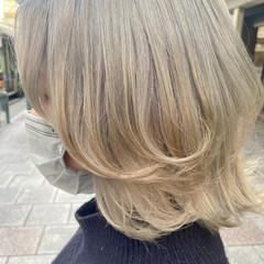 レイヤースタイル ナチュラル アッシュベージュ ミディアム ヘアスタイルや髪型の写真・画像