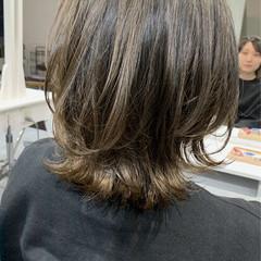 大人可愛い ミディアム バレイヤージュ グレージュ ヘアスタイルや髪型の写真・画像