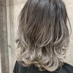 グレージュ ホワイトグレージュ ハイトーン グラデーションカラー ヘアスタイルや髪型の写真・画像