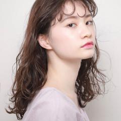 くびれカール ブリーチなし ミディアム 夏 ヘアスタイルや髪型の写真・画像