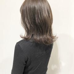 グレージュ フェミニン 外ハネ シアーベージュ ヘアスタイルや髪型の写真・画像
