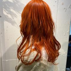 アプリコットオレンジ ストリート ロング ブリーチカラー ヘアスタイルや髪型の写真・画像