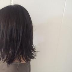 暗髪 切りっぱなし ミディアム ボブ ヘアスタイルや髪型の写真・画像