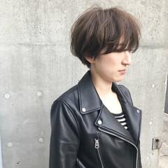ナチュラル ショート アッシュグレー モード ヘアスタイルや髪型の写真・画像