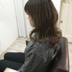 ナチュラル アッシュグレージュ こなれ感 グラデーションカラー ヘアスタイルや髪型の写真・画像