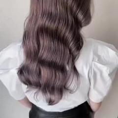 フェミニン ピンクベージュ ロング 艶カラー ヘアスタイルや髪型の写真・画像