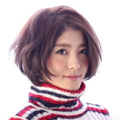 グレージュ フェミニン ショートボブ ナチュラル ヘアスタイルや髪型の写真・画像