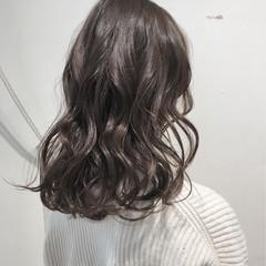 ロング グレージュ アッシュグレージュ シアーベージュ ヘアスタイルや髪型の写真・画像