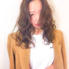 セミロング ガーリー 春 フェミニン ヘアスタイルや髪型の写真・画像