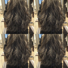 巻き髪 カーキアッシュ ハイライト ゆるふわ ヘアスタイルや髪型の写真・画像