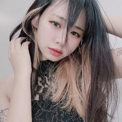 派手髪 個性的 セミロング インナーカラーグレージュ ヘアスタイルや髪型の写真・画像