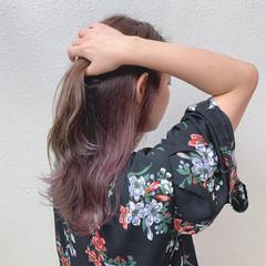 インナーカラー インナーカラーパープル 波巻き グレージュ ヘアスタイルや髪型の写真・画像