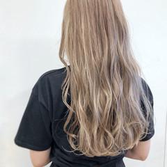 透明感 ロング ブリーチ ホワイトグレージュ ヘアスタイルや髪型の写真・画像
