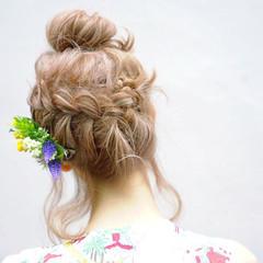 ショート 簡単ヘアアレンジ ハイライト フェミニン ヘアスタイルや髪型の写真・画像