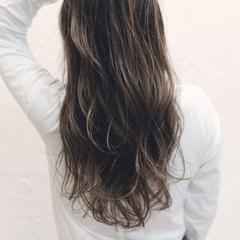 外国人風 ハイライト アッシュグレージュ ストリート ヘアスタイルや髪型の写真・画像