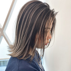 バレイヤージュ アッシュグレー ハイライト グレージュ ヘアスタイルや髪型の写真・画像