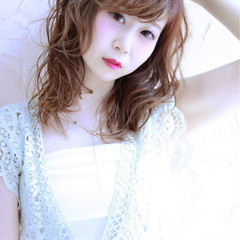 ミディアム 伸ばしかけ アンニュイ パーマ ヘアスタイルや髪型の写真・画像