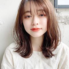 シースルーバング フェミニン ミディアム デジタルパーマ ヘアスタイルや髪型の写真・画像