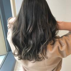 オリーブアッシュ ナチュラル 巻き髪 グレージュ ヘアスタイルや髪型の写真・画像