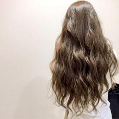 ロング アッシュ ナチュラル ゆるふわ ヘアスタイルや髪型の写真・画像